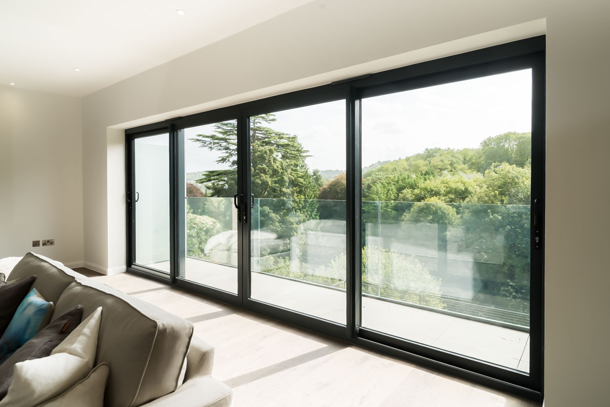 Aluminium sliding doors bath
