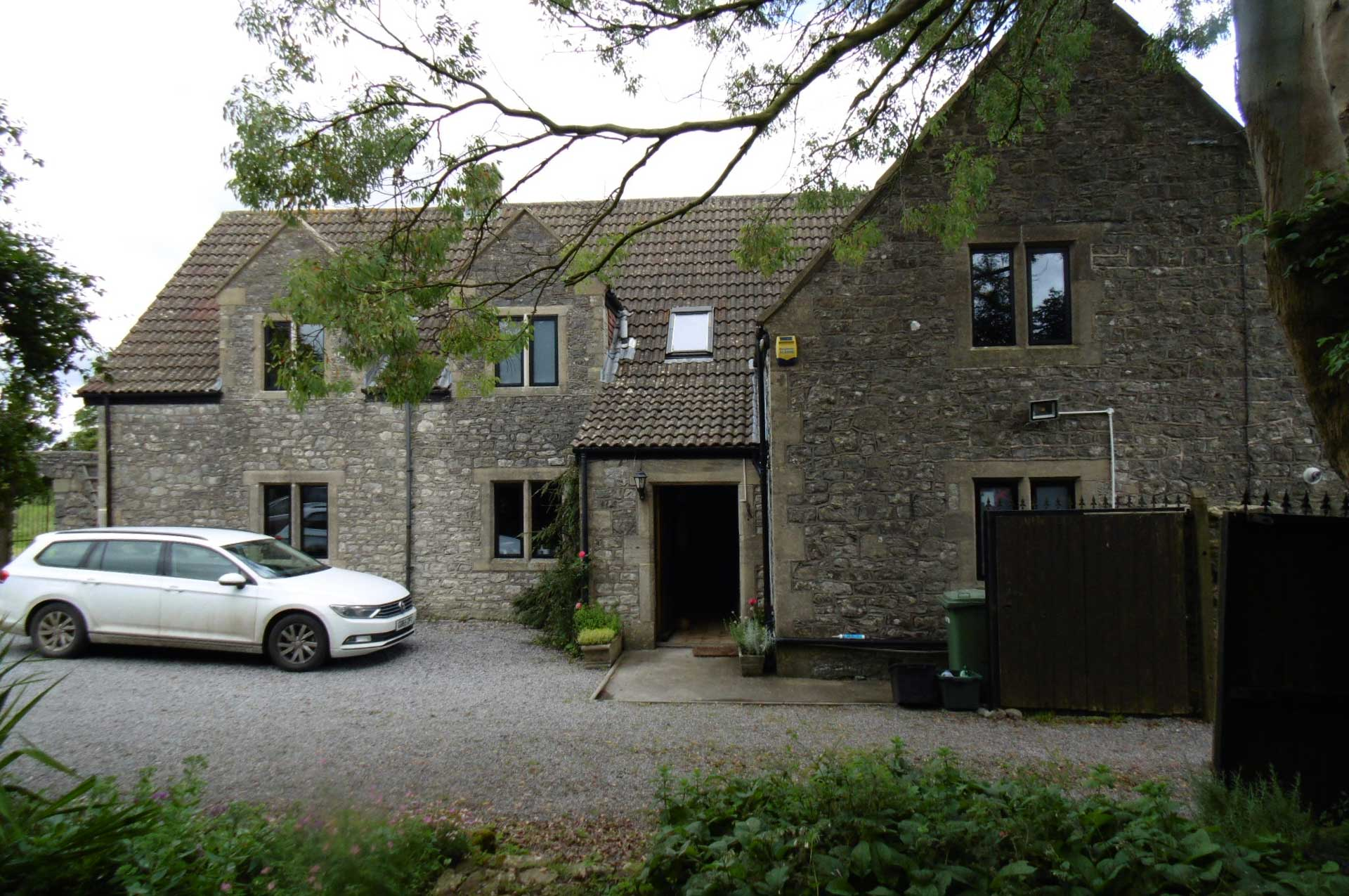 Slimline Aluminium windows in stone mullions